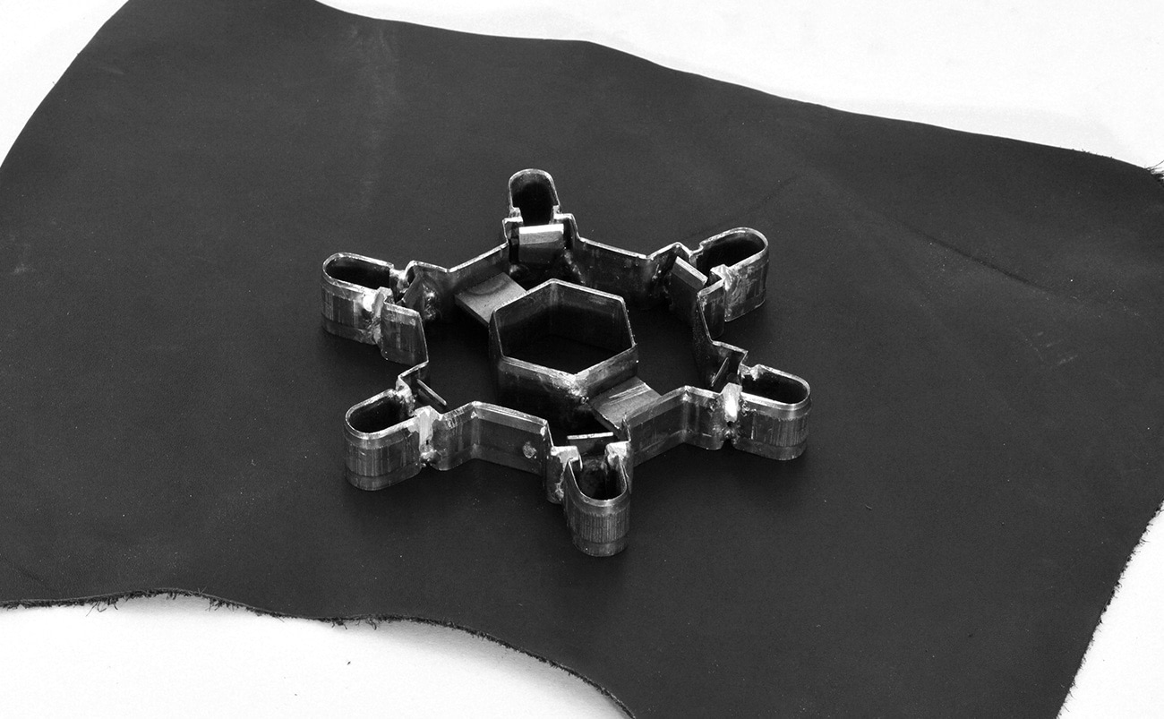Pattern for reuse the waste leather. Etablissements Callataÿ by Jordi Pla